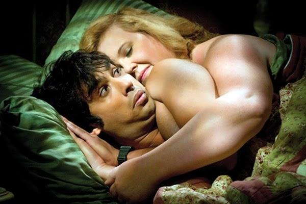 Raj, se despierta al lado de una mujer tras una noche loca