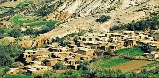 หมู่บ้านแห่งหนึ่งใกล้เทือกเขาแอตลาสในประเทศโมร็อกโก