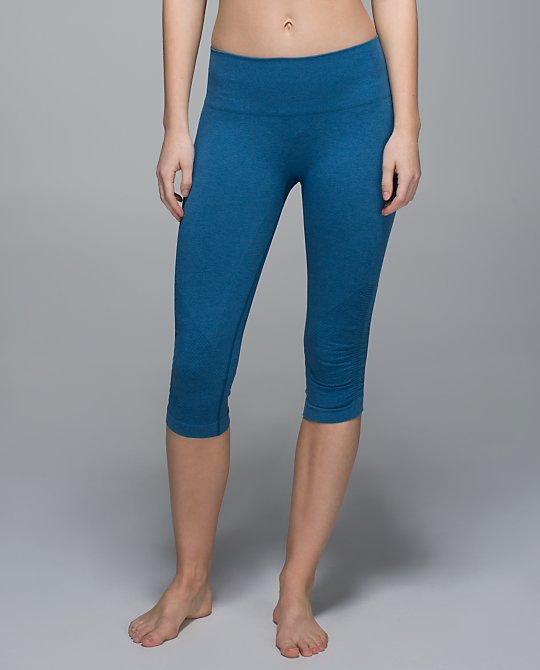 lululemon jet set blue in-the-flow-crop
