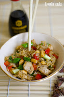 (ryz smazony z kurczakiem i orzechami
