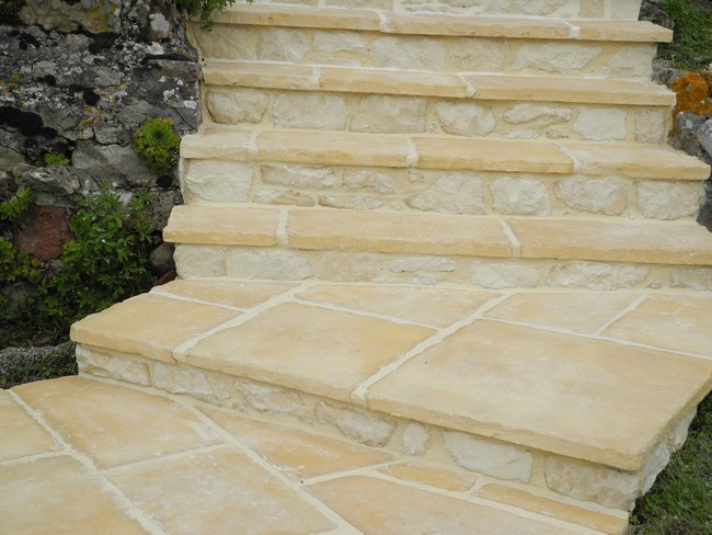 Refection d 39 une vieille terrasse paysagiste val d 39 oise for Carrelage pierre reconstituee