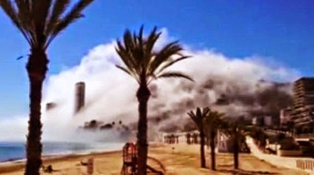 Strange Ghostly Cloud Engulfs Beach in Spain