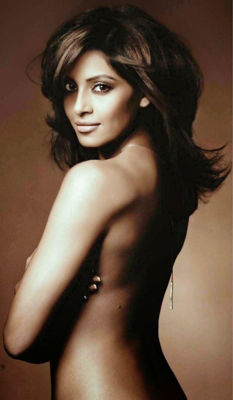 Bipasha Basu Topless Photo