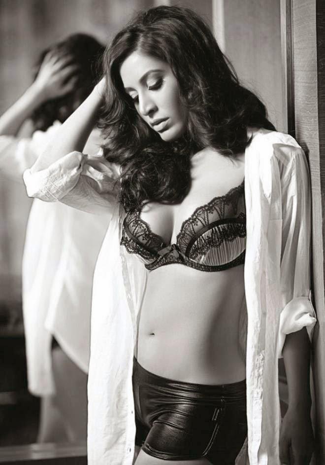 sophie choudry hot navel pics in bra