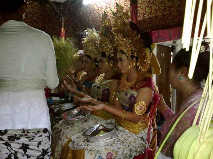Mesangih procession in Bali