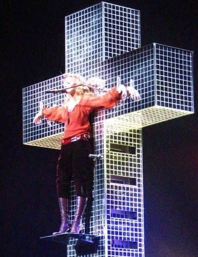 Madonna+-+Satanisme+occultisme+bible.jpg
