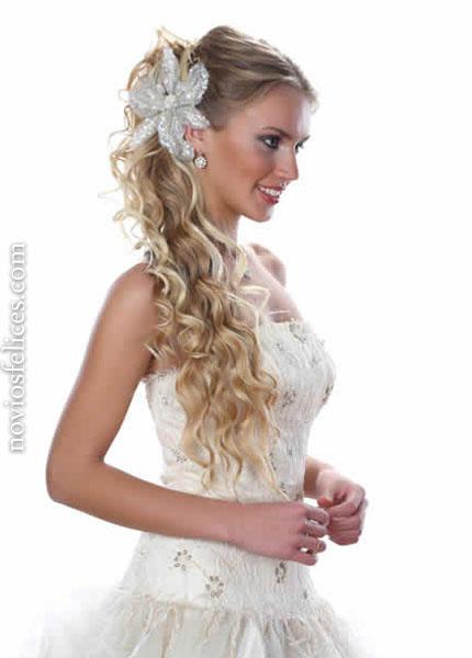 Peinados de novia 2012 peinado recogido alto con cabello rizado y