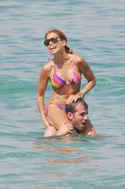 Sylvie in een kleine bikini