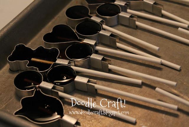 http://www.doodlecraft.blogspot.com/2012/06/lollipop-firecracker.html