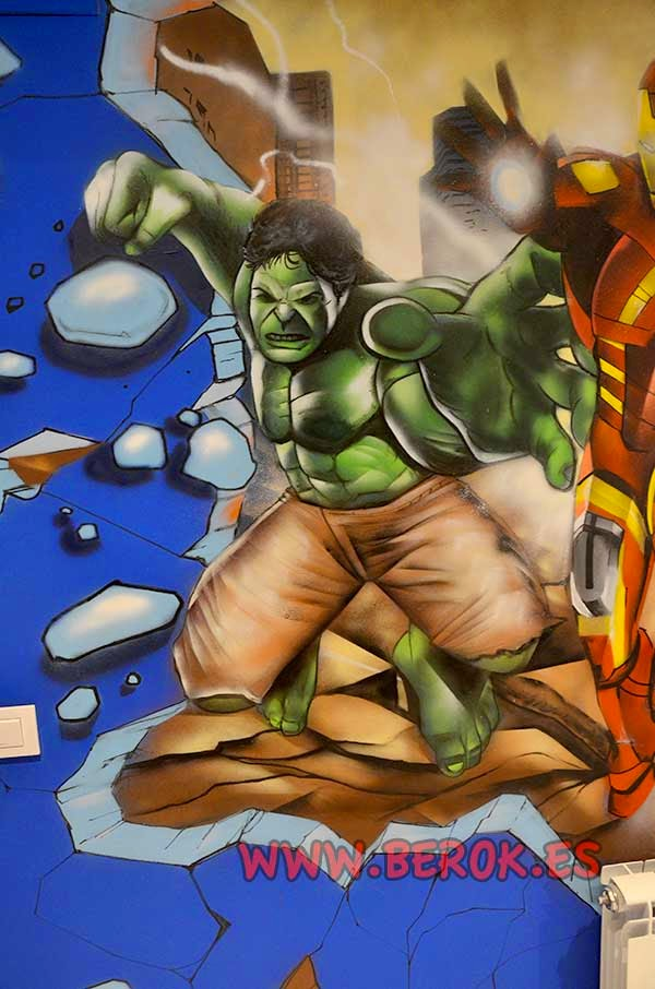 Graffiti mural del increíble Hulk en habitación juvenil