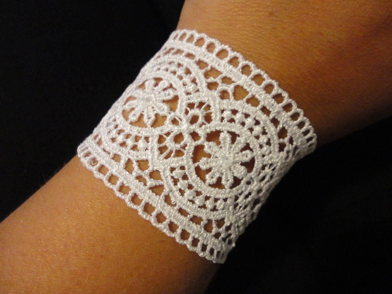 living and loving every second diy lace bracelet