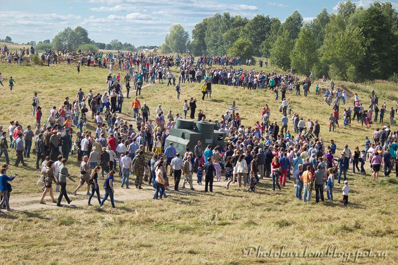 Народ в поле