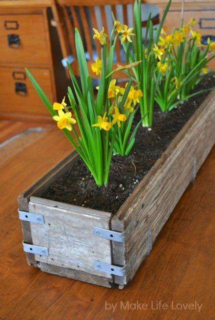 diy rustic wood planter box make life lovely. Black Bedroom Furniture Sets. Home Design Ideas