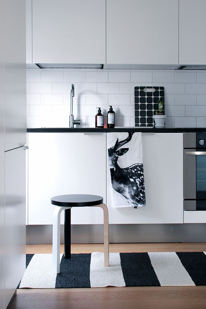 10 cocinas blancas y peque as diariodeco for Cocinas super pequenas