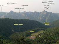 En primer terme la Masó i al seu darrere la Serra de Picancel, vist del mirador del Camí de l'Aigua
