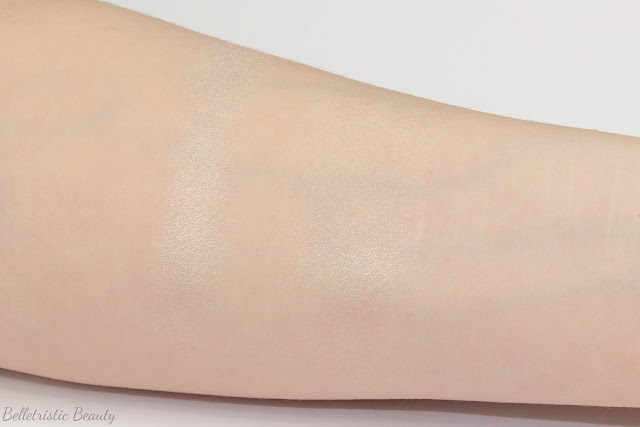 Chanel Camélia de Plumes Highlighting Highlighter Illuminating Illuminator Powder Platine Platinum swatch, Plumes Précieuses de Chanel Collection, Holiday Winter 2014