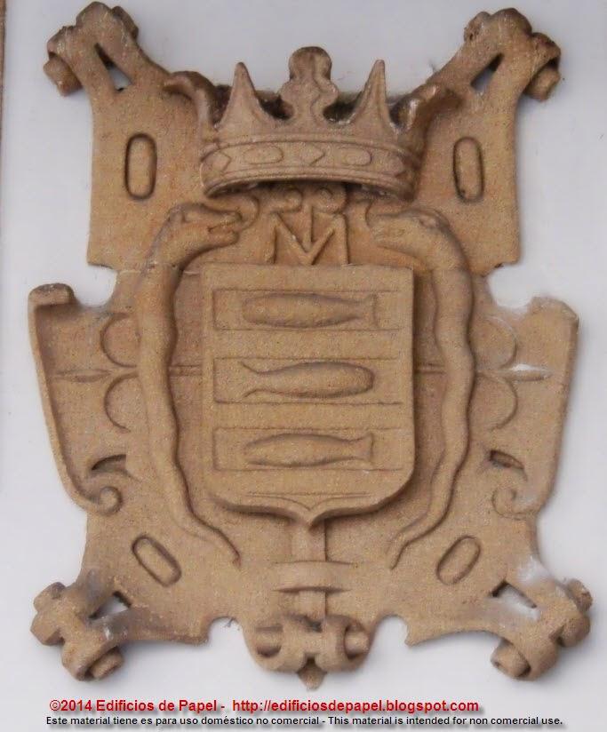 Escudo en la Plaza de las Damas