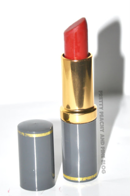 MEDORA MATTE LIPSTICK IN REAL RED close up