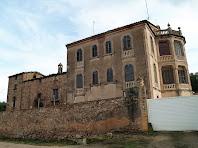 Façana de ponent on s'aprecia la masia antiga i la casa senyorial de La Massana