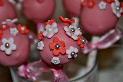 Recept på Alla hjärtans dag Cake pops med smak av hallon