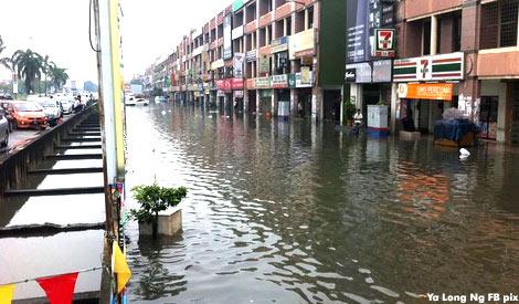 Gambar banjir kilat di pekan Klang
