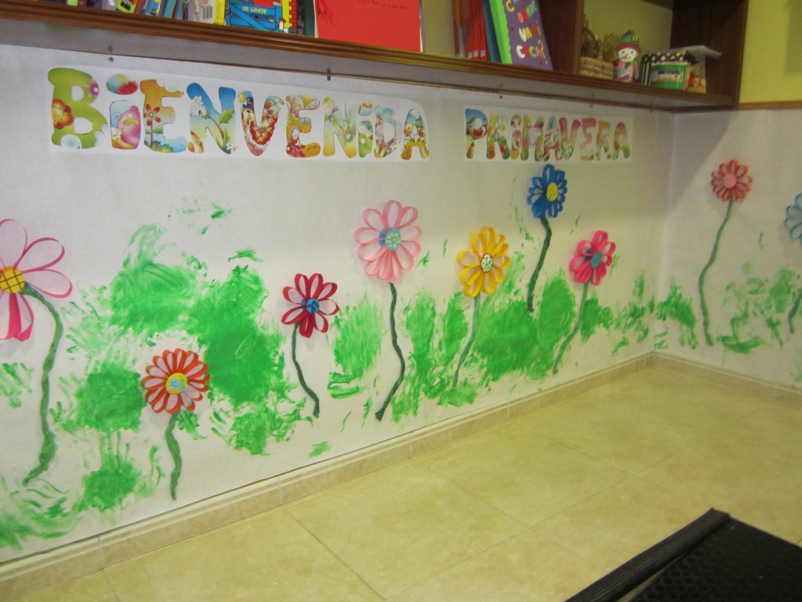 Creciendo en parrulos bienvenida primavera for Mural de flores y mariposas