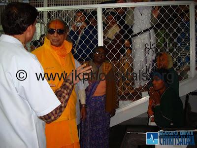 Jagadguru Kripaluji Maharaj hospital visits