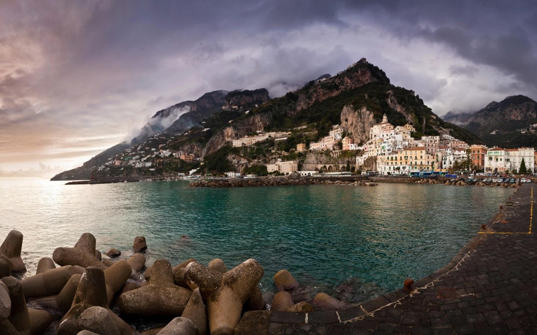 http://1.bp.blogspot.com/-2S1cmrZkxMc/T3qfDlZuzSI/AAAAAAAABYE/oZjMyZ2YnKw/s1600/amalfi_coast_italy-1440x900.jpg