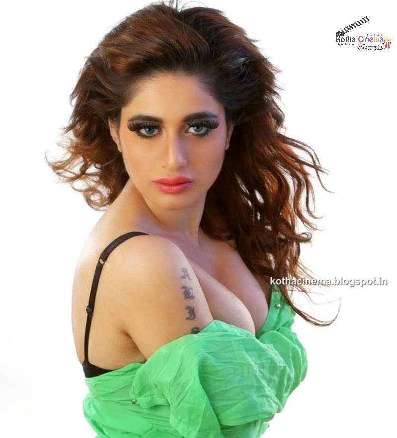 Alisa Khan hot Photos - The Times of India Photogallery