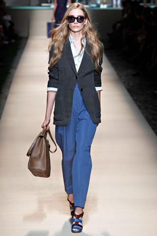 Модные женские костюмы и брюки сезона весна-лето 2012 от Trussardi (6
