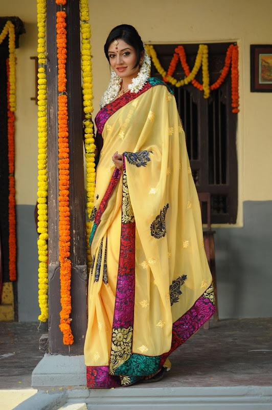 Vimala Raman Cute Saree Photos In Kulumanali Movie Stills wallpapers