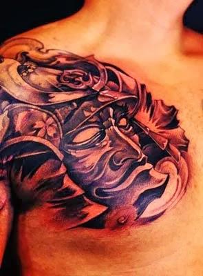 Fotos de desenhos de tattoos de samurai no peito para homens
