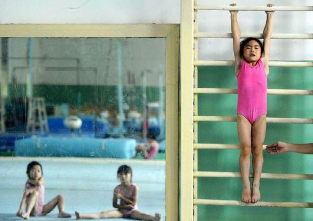 الصين وكيفية صناعة الأبطال الألومبيين China-gymnasium-Olympic-children-19