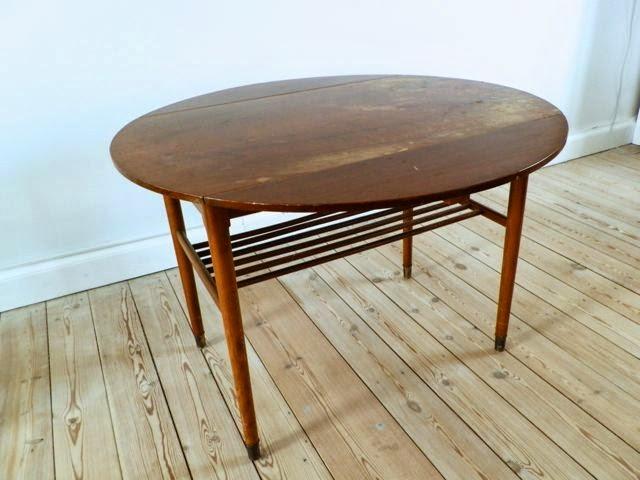 Retro Furniture: Rundt sofabord i teaktr?