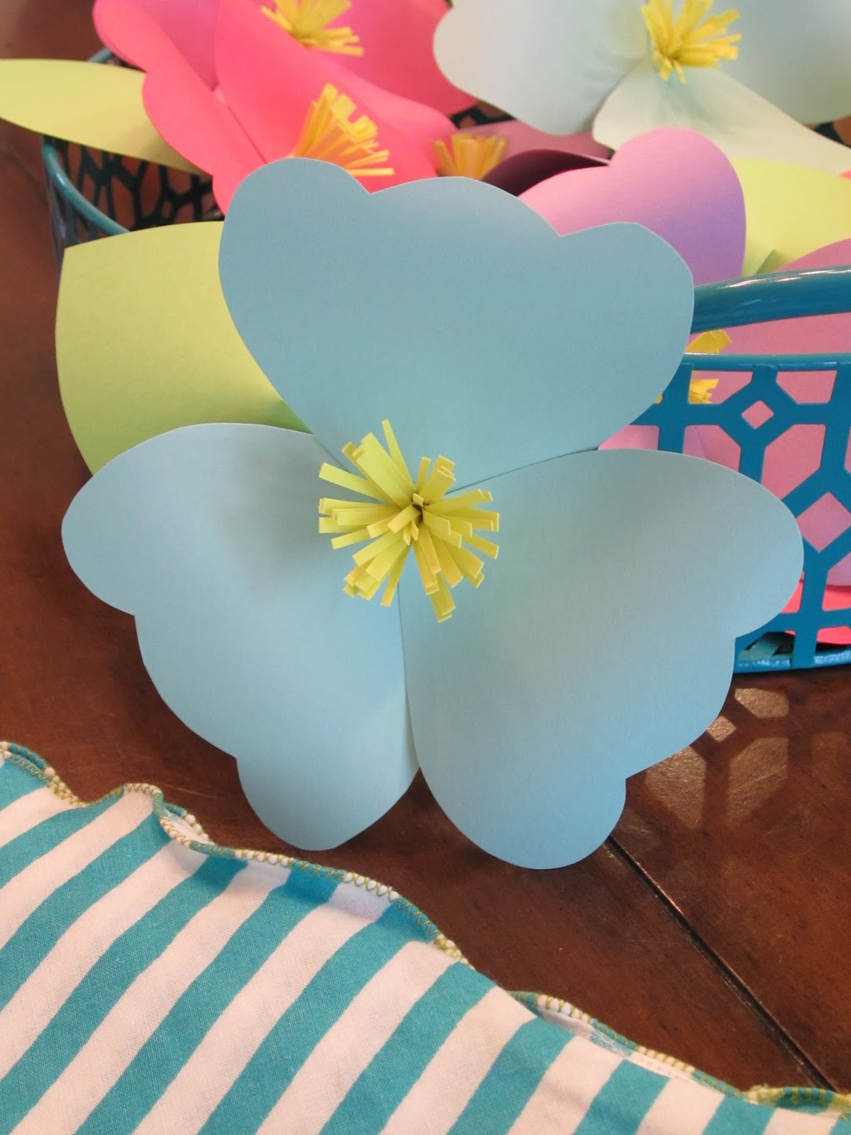 how to make hawaiian flowers out of paper