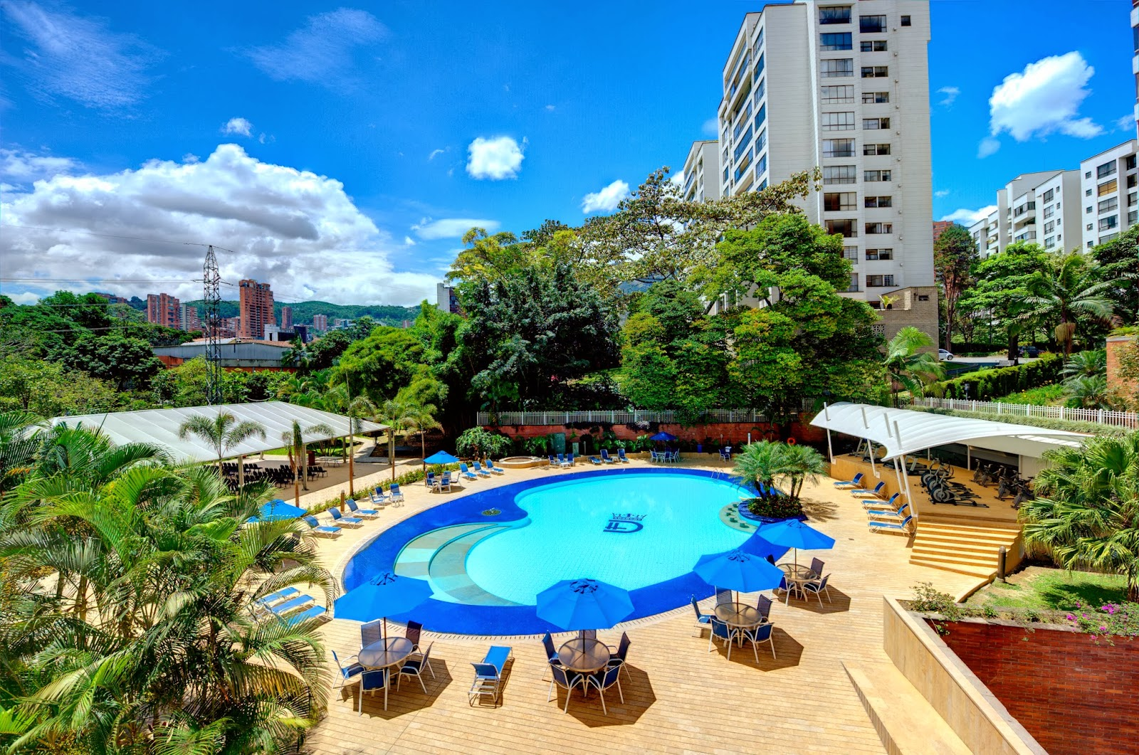 Hotel dann carlton medellin picsina for Hoteles con piscina