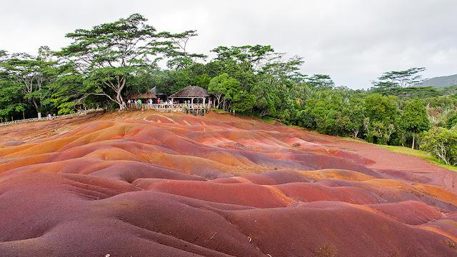 nine color ground mauritius isle terre dei nove colori mauritius