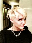 FotosMiley Cyrus corta o cabelo para instituição de câncer