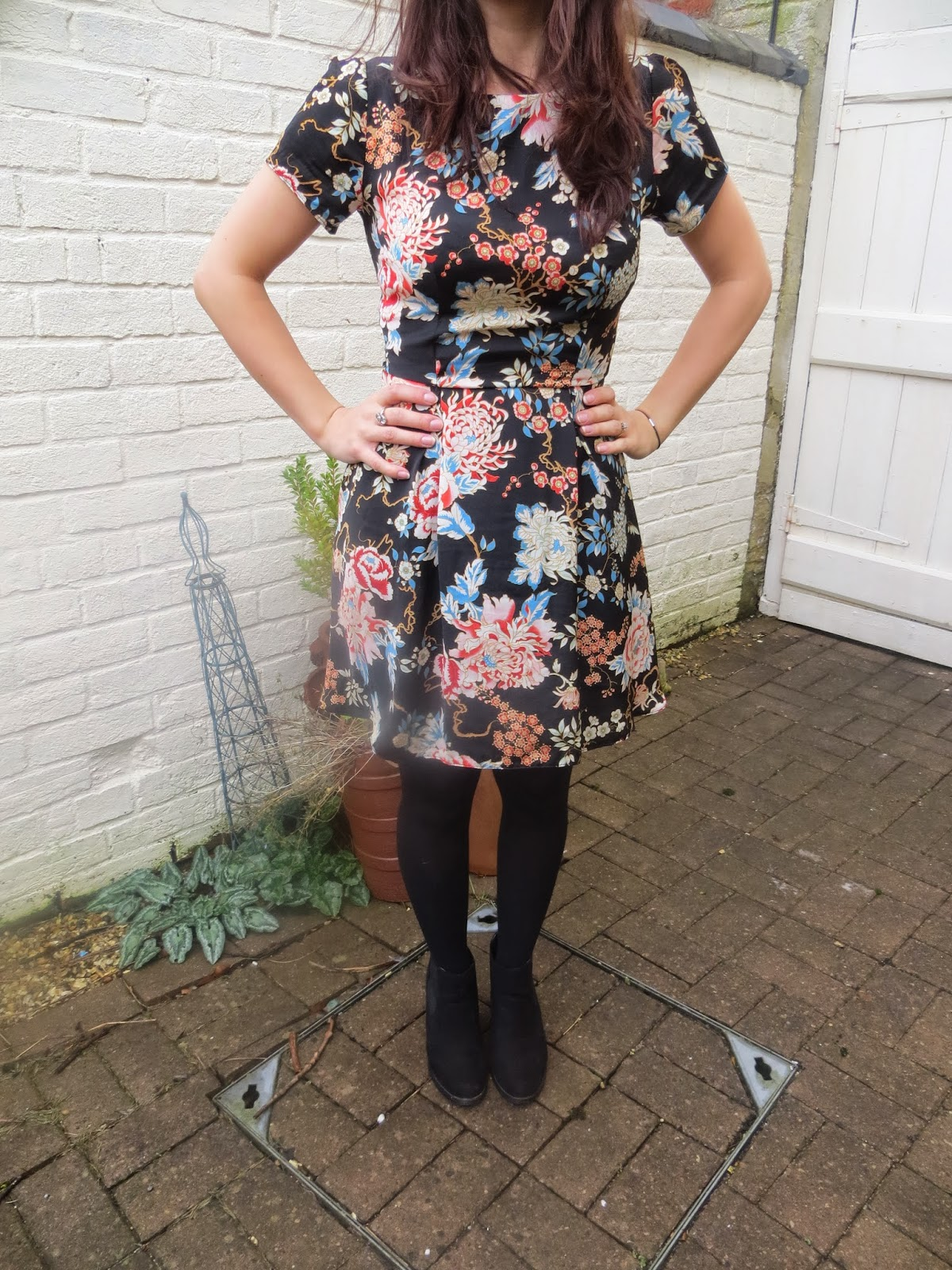 OOTD, Fashion, In Love With Fashion, Floral, Dress, New Look, Ebay, Hat, Shoes, Heels, Blogger