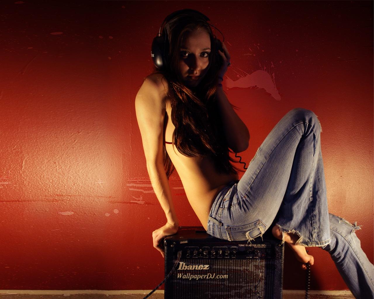 http://1.bp.blogspot.com/-2U1cxlEqcwA/TkyuCl5aWDI/AAAAAAAAAhE/A-1xIoKyRYA/s1600/stereo_feelings-1280x1024.jpg