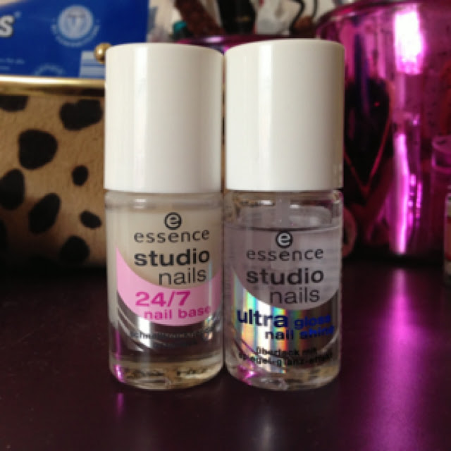 Pflegelacke von Essence: Base Coat und Top Coat