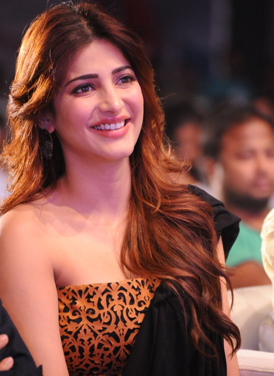 Shruti Haasan Super Cute Photos at Telugu Film 'Balupu' Audio Release Event