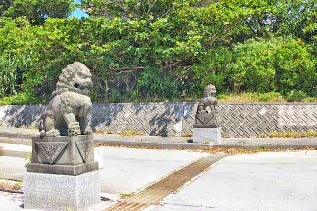 shisa, liondogs, statues