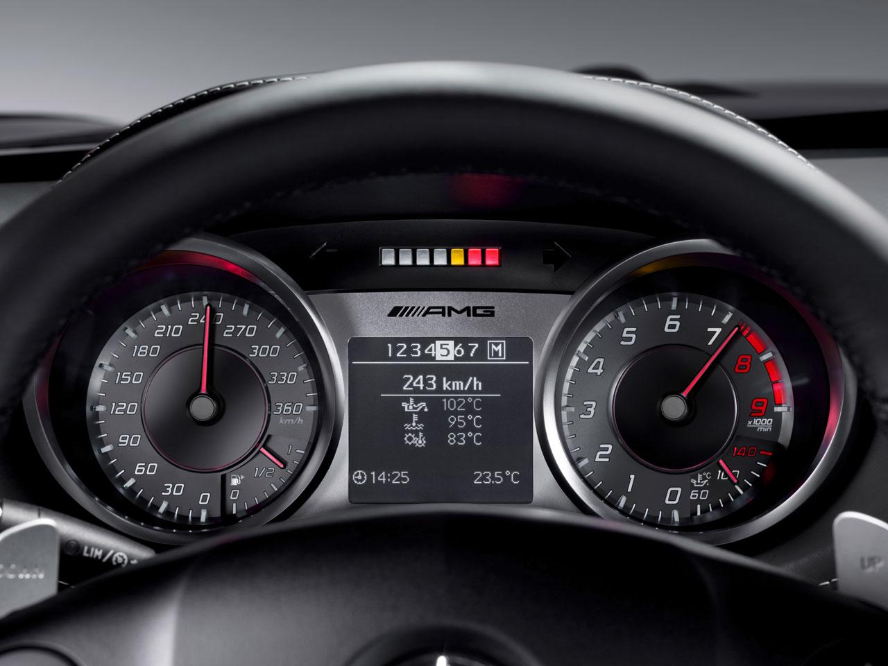 http://1.bp.blogspot.com/-2V46t7Aorak/TiW95ILWGuI/AAAAAAAAAak/CCfE22IkqFI/s1600/Mercedes-Benz-SLS-AMG-Interior-review.jpg