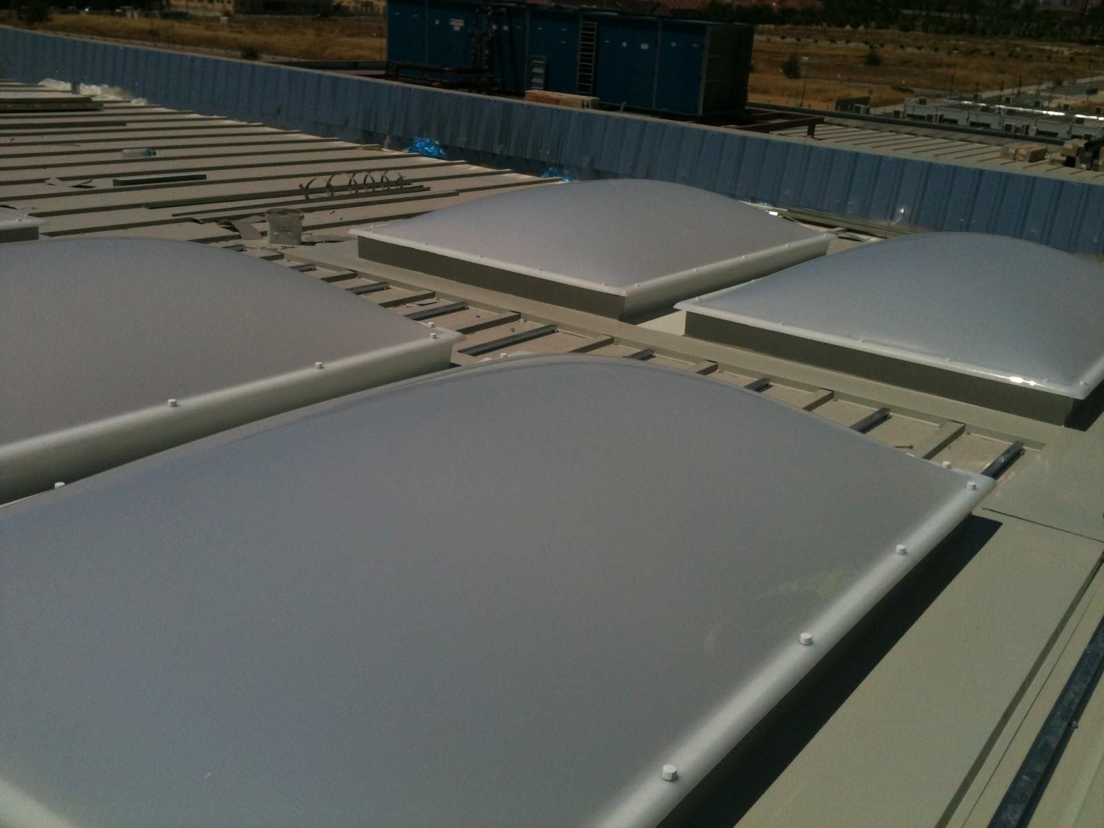 Metal y amianto construcci n de colegio con estructura y - Lucernarios y claraboyas ...
