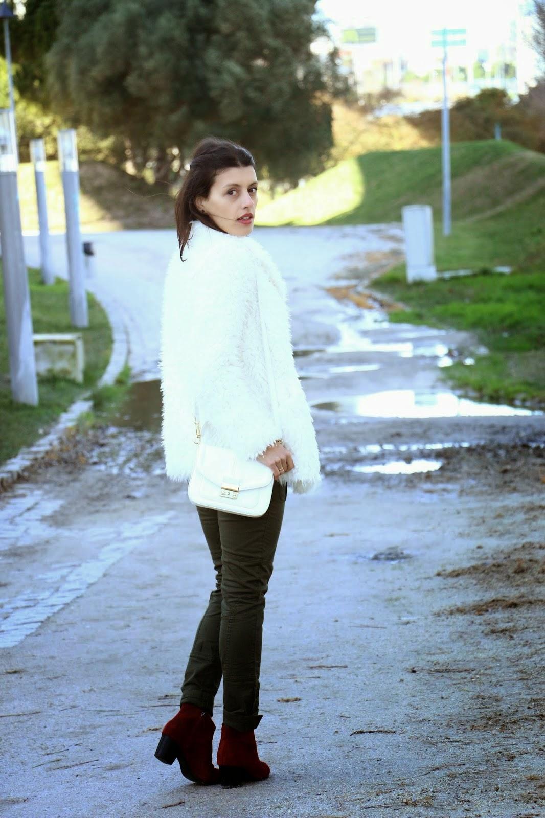 http://ilovefitametrica.blogspot.pt/2015/02/khaki-red-boots.html