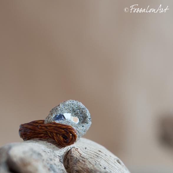 Anello in corda, sabbia e frammenti di conchiglie