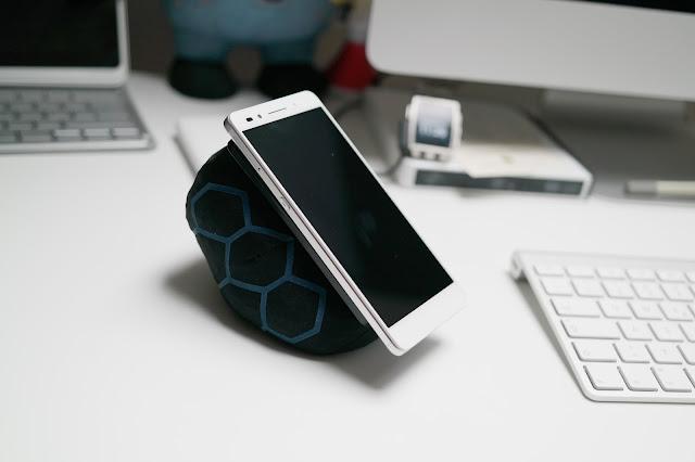 SmartTurtle | Die intelligente Halterung für alle Smartphones und Tablets | Atomlabor Blog Gadget Tipp für mobile Endgeräte