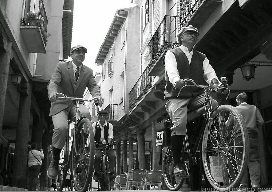 Tweed cycling in high street