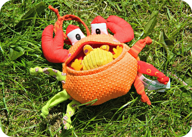 Lilliputiens Oscar the Greedy Crab pram toy The Toadstool